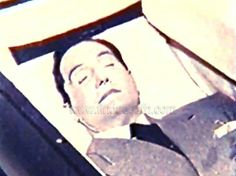 George Reeves - Superman - in his casket Death Pics, George Reeves, Post Mortem Photography, Famous Graves, Celebrity Deaths, Antique Pictures, Star Pictures, Dead Man, Before Us
