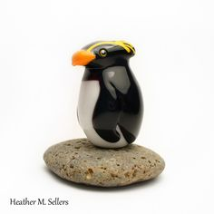 Rockhopper Penguin bead by Heather Sellers Art Glass.  #heathersellers #glass…