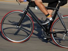 Road Cycling: How to Train Like a Pro Cycling News, Road Cycling, Road Bike Women, Bicycle Maintenance, Cool Bike Accessories, Foot Pain, Travel Light, Worlds Of Fun, Triathlon