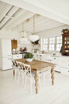 Dining Room Charming Farmhouse Dining Room Table Design Ideas To Try Your Own Home Interior Idea Kitchen Island Dining Table, Farmhouse Dining Room Table, Farmhouse Kitchen Decor, Kitchen Islands, Diy Kitchen, Kitchen Ideas, Modern Farmhouse, Farmhouse Ideas, Dining Room In Kitchen