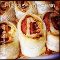 Pizzaschnecken  #pizzaschnecken #pizza #schnecken #blätterteig #rezept #food #foodblog #foodblogger #blog #blogger #fingerfood #partyfood #käse #gouda #salami #einfach #easy #adventskalender #backstubenadventskalender #lishasbackstube