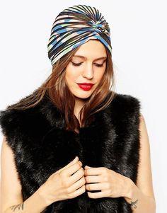 Pin for Later: Diese Kopfbedeckung ist alles was ihr braucht um stylisch durch diesen Winter zu kommen  Asos gefalteter, bunt gemusterter Turban (18 €)