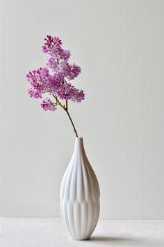 Porcelain Or China Ikebana Flower Arrangement, Flower Arrangements Simple, Flower Vases, Flowers, Tall Vases, Bud Vases, Porcelain Ceramics, Ceramic Vase, Handmade Decorations