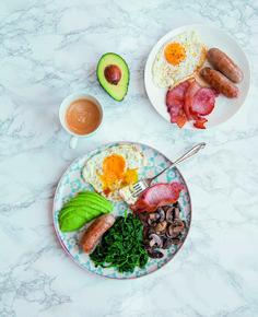 Komplett angol reggeli Az első magyar nyelvű szakácskönyv a ketogén diétához Martina Slajerova könyve Ethnic Recipes, Food, Essen, Meals, Yemek, Eten