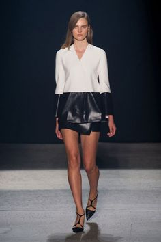 Narciso Rodriguez Spring 2014 , NYFW His message : razor-sharp tailoring and body-con silhouettes mixed with a spare palette that often dipped into something light and ultra feminine