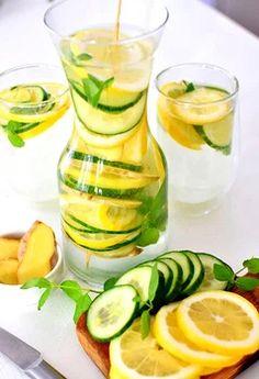 Odchudzająca woda - Sassy water Kobieceinspiracje.pl Sassy Water, Ga In, Fresh Rolls, Cantaloupe, Zucchini, Cocktails, Fruit, Vegetables, Healthy