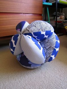 'Global Hassock' - using the tutorial in the Marimekko 'Surrur' book
