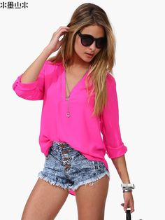 Daybreak Contrast Color V-Neck Chiffon Blouse People with warmer tones can wear the cooler colors in fabrics. Chiffon blouses are very popular. Short Outfits, Casual Outfits, Summer Outfits, Cute Outfits, Fashion Outfits, Urban Fashion, Fashion Looks, Spring Summer Fashion, Blouses For Women