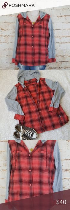 "Cute North Face flannel top with hood and pockets Amazingly soft flannel shirt jacket from North Face! Has a hood with drawstring ties and 2 side went pockets. Excellent condition no flaws 20"" across from armpit to armpit and 26"" long from shoulder to hem The North Face Tops"