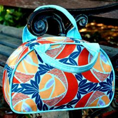 Sewing Bags Retro The Dottie Vintage Bag is a retro-inspired handbag or shoulder bag that is great the way it is, or easily modifiable - The Dottie Vintage Bag is a retro-inspired handbag or shoulder bag that is great the way it is, or easily modifiable Vintage Bags, Vintage Handbags, Bag Patterns To Sew, Sewing Patterns, Sewing Designs, Sac Lunch, Diy Sac, Vanity Bag, Retro Stil