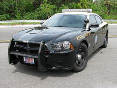 State Trooper And Police Officer Save Man's Life after crash. Trooper Yudiel Santana and Miami Beach Officer Tino Serrano performed CPR on Kareem Shaker Police Cars, Police Officer, Police Vehicles, Local Police, State Police, Radios, 4x4, Barney Fife, Police Lights