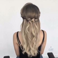 What's the Difference Between a Bun and a Chignon? - How to Do a Chignon Bun – Easy Chignon Hair Tutorial - The Trending Hairstyle Spring Hairstyles, Wedding Hairstyles For Long Hair, Bride Hairstyles, Down Hairstyles, Pretty Hairstyles, Hairstyle Ideas, Curly Ponytail Hairstyles, Easy Prom Hairstyles, Medium Hair Styles