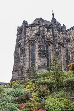Edinburgh Castle in Scotland is great. This guide to 1 day in Edinburgh, Scotland will show you an Edinburgh 1 day itinerary for your UK trip. From Edinburgh Castle to the Royal Mile and Calton Hill, it has all the best things to do in Edinburgh. #edinburgh Edinburgh Travel, Edinburgh Castle, Edinburgh Scotland, Edinburgh Photography, Ireland Travel, Cool Places To Visit, Trip Planning, Around The Worlds, Uk Trip