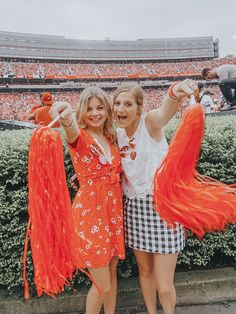 Game day outfit Tailgating Outfits, Tailgate Outfit, Football Outfits, Bestfriends, Besties, Bff, College Game Days, Best Friend Photos, Auburn University