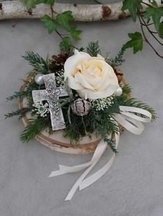 Funeral Flower Arrangements, Beautiful Flower Arrangements, Funeral Flowers, Grave Decorations, Christmas Decorations, All Souls Day, All Saints Day, Easter Projects, Ikebana