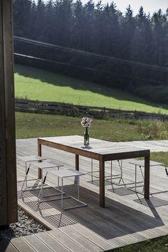 U celodřevěných stolů sena si najde místo celá rodina, ale rádi k nim posadíte i vzácnou návštěvu. // The wooden table Sena is ideal for whole family, but is perfect for all guests also.