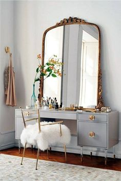 Perfect vintage toilet table