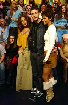 Jennifer Lopez staring at Justin Timberlake and Halle Berry in the TRL studios. | 60 Pictures That Perfectly Capture The 2000s