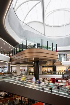 Atrium sheds light on contemporary retail experience in Brisbane Shopping Mall Interior, Retail Interior, Interior Shop, Interior Design, Interior Paint, Mall Design, Retail Design, Shoping Mall, Atrium Design