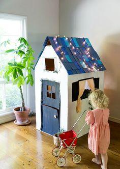 ¡ Diy cardboard playhouse !   Que ganas tenía de compartir este tutorial con todos vosotr@s, sobre todo si sois madres-padres o tenéis a...