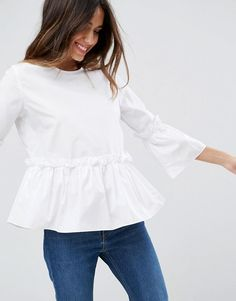 Perfect cotton ruffle top for the summer! // http://rstyle.me/n/cp4i6zcb5bp