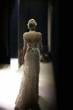 Elie Saab, love the dress and the photo! Elie Saab, Beautiful Gowns, Beautiful Outfits, Gorgeous Dress, Mode Style, Dream Dress, Look Fashion, Dress Fashion, White Fashion