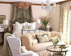 Sunlight and Soft Colors For a Bright Bedroom