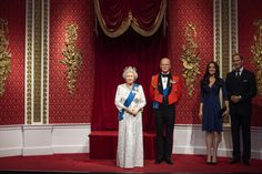 Madame Tussauds London is giving the royal boot to the wax figures of Prince Harry and Meghan, Duchess of Sussex, after the couple said the were stepping back as senior royals. Madame Tussauds, Harry And Meghan News, Prince Harry And Meghan, Prince William And Kate, Prince Philip, Duchess Of Cornwall, Duchess Of Cambridge, Meghan Markle, Prince Harry