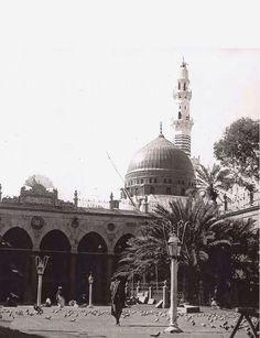 باحة المسجد النبوي الشريف  ١٣٢٢هـ ، ١٩٠٤م #صور_قديمة_من_الحرمين  #المدينة_المنورة