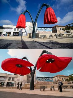 These giant flower sculptures respond to the activity around them by blooming. These giant flower sculptures respond to the activity around them by blooming. Formal Garden Design, Street Art, Ideias Diy, Giant Flowers, Urban Furniture, Outdoor Art, Public Art, Urban Art, Installation Art