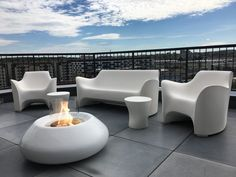 This bubble Indoor outdoor fire pit is the center of all attention with smooth curves and a modern physique it is a pure luxury. Fire Pit Bench, Fire Pit Area, Outdoor Sofa, Indoor Outdoor, Outdoor Furniture Sets, Outdoor Decor, Portable Fireplace, Portable Fire Pits, Round Fire Pit