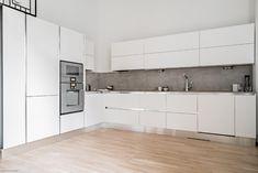 110 m² Toinen linja 3 B 00530 Helsinki Kerrostalo . Helsinki, Osaka, Ss, Kitchen Cabinets, Home Decor, Modern White Kitchens, White People, Trendy Tree, Short Hair
