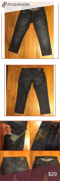 """NWOT-SZ 00/24-LUCKY BRAND DISTRESSED CROP JEANS NWOT-SZ 00/24 WAIST LUCKY BRAND """"RILEY SLOUCHY SKINNY"""" CROP JEANS. MEDIUM / DARKER DENIM. BOTTOM SIDE EXTERIOR SLITS. CUT#7W10776. 7"""" LOW RISE. 21"""" INSEAM. ACTUAL MEASUREMENTS LYING FLAT: 14"""" Waist; 17.5"""" hips. DISTRESSING THROUGHOUT/""""UNFINISHED"""" HEM. GREAT FOR SPRING/SUMMER. RETAIL $89. PLEASE DO NOT HESITATE TO ASK ANY QUESTIONS. Lucky Brand Jeans Ankle & Cropped"""
