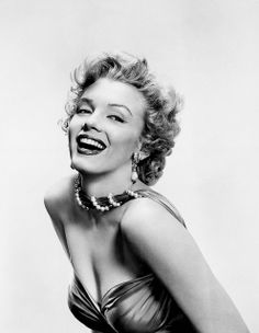 Marilyn Monroe: Iconic photo of the Hollywood actress / sex symbol …. Fotos Marilyn Monroe, Marilyn Monroe Wallpaper, Joe Dimaggio, Hollywood Glamour, Old Hollywood, Hollywood Stars, Classic Hollywood, Madhuri Dixit, Norma Jeane