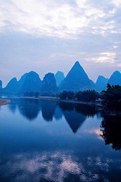 Li River at Yangshuo (near Guilin), Guangxi, China