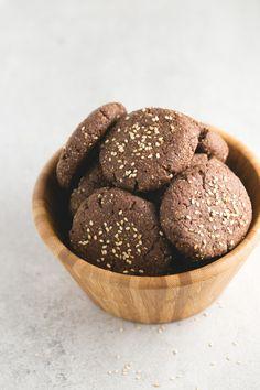 Polvorones de chocolate veganos y sin gluten | Los polvorones son una receta típica de navidad y también se puede hacer una versión saludable, vegana y sin gluten. ¡Están incluso más ricos!