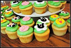 Fondant topped cupcakes at a Farm Party #farm #partycupcakes