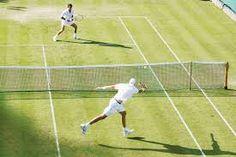 El tenis es un deporte de raqueta que se practica sobre una cancha rectangular delimitada por líneas y dividida por una red. Se disputa entre dos jugadores (individuales) o entre dos parejas (dobles). El objetivo del juego es lanzar una pelota golpeándola con la raqueta de modo que bote dentro del campo del rival procurando que éste no pueda devolverla.