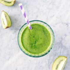 Centrifugato / Estratto Kiwi Pera Spinaci Cetriolo e Zenzero  Tagga un amico per condividere la ricetta  2 Kiwi sbucciati  1 Pera  4 foglie di spinaci freschi  1/2 Cetriolo  Un pezzetto di zenzero fresco  I  Juice!  #succhivivi #lacentrifuga #centrifugato #juice #juicer #recipe #italy #ricette #frullato #recipeoftheday #eatwithjoy #healthychoices #mangiasano #veggie #vegano #vegetariano #centrifugati #succhi #succhivivi #enjoylife #ricettegustose #juice #mangiasano #vegan #detox…