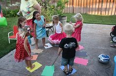 """candy walk (musical chairs) to the song """"lollipop"""" Circus Party Games, Candyland Games, Diy Carnival, School Carnival, 4th Birthday Parties, Birthday Fun, Birthday Ideas, Diy Party, Party Ideas"""