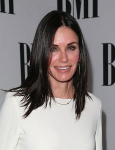 Courteney Cox – Annual BMI Pop Awards in Beverly Hills Celebrity Singers, Celebrity Beauty, Courtney Cox Hair, Eyebrow Trends, Transition To Gray Hair, Botox Fillers, Long Dark Hair, Everyday Hairstyles, Textured Hair