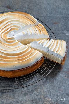 Lemon-lime pie with meringue - recipe- Citroen-limoen taart met meringue – recept Lemon-lime pie with meringue – recipe - Meringue Cookie Recipe, Meringue Frosting, Meringue Desserts, Chocolate Meringue, Meringue Pie, Meringue Recept, Meringue Roulade, Vegan Meringue, Strawberry Meringue