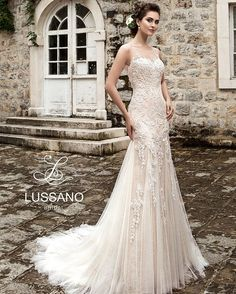 Stunning mermaid wedding dress with flower lace decoration and intricate back with pretty buttons and lace.  #lussano #lussanobridal#weddingfashion #weddingforward #weddingblog #weddingfashion #bridalfashion #beautifulbride #bridal #bridalgown #abito #instabride #lace #veil #gown #weddings #weddingparty #bridesmaid #weddinginspiration #weddingideas #dresses #свадебноеплатье #fiance #longdress #chiffondress #bridetobe http://gelinshop.com/ipost/1517400534956213495/?code=BUO4788DYT3