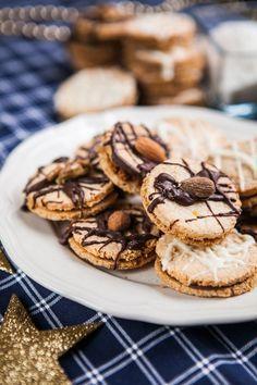 Slepovaná kokosová kolečka Christmas Candy, Christmas Baking, Christmas Cookies, Christmas Ideas, Czech Recipes, Baking Recipes, Biscuits, Food And Drink, Cooking