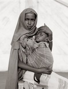 Alima Hassan Abdullai and her brother Mahmoud, Somali refugee camp, Mandera, Kenya, 1993 | ph. Fazal Sheikh