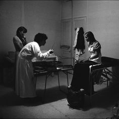 In the 1970s, Chicago's Jane Collective helped women get safe abortions when the procedure was still illegal. Do we need a service like this today? We spoke to two former Janes.