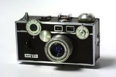 Camara Rangefinder Argus C3 de 35mm. Conocida mundialmente como la camara que popularizo el formato de 35mm. Manual en todo sentido. Muy resistente. Articulo de Coleccionista.     $265