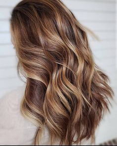 50 Caramel Highlights Ideas for Light and Dark Brown Hair Update - Art Sketches Medium Brown Hair Color, Highlights For Dark Brown Hair, Dark Blonde Hair Color, Brown Hair Balayage, Brown Blonde Hair, Light Brown Hair, Brown Hair Colors, Dark Brown Hair With Highlights Balayage, Honey Brown Hair Color