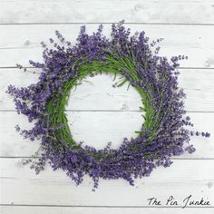 How to make a lavender wreath. This step by step tutorial will show you how to make a lavender wreath that can be enjoyed for both its beauty and its fragrance. Lavender Wands, Lavender Crafts, Lavender Wreath, Lavender Flowers, Lavender Ideas, Lavender Recipes, Diy Spring Weddings, Diy Wand, Birthday Gifts For Husband