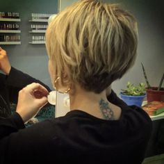 I love this back! I love this back! Layered Haircuts For Women, Short Hair Cuts For Women, Short Hair Styles, Short Bob Hairstyles, Hairstyles Haircuts, Pretty Hairstyles, Layered Hairstyles, Short Hair With Layers, Short Hair In Back